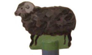 Toppen på hushållspappershållaren med ett får
